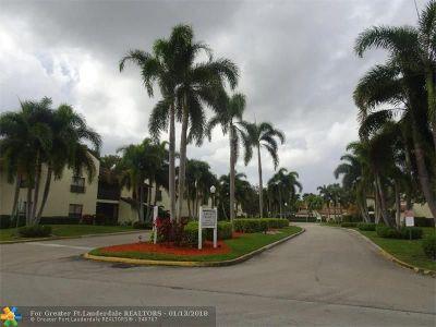 Coconut Creek Condo/Townhouse For Sale: 3435 Cocoplum Cir #3418