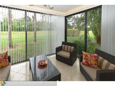 Boca Raton Condo/Townhouse For Sale: 9205 Pecky Cypress Ln #8G