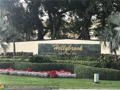 Pembroke Pines Condo/Townhouse For Sale: 271 S Hollybrook Dr #103