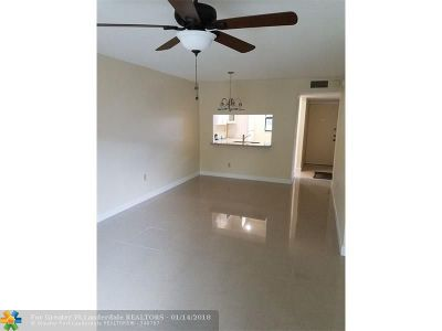 Pembroke Pines Condo/Townhouse For Sale: 9250 NW 1st St #201