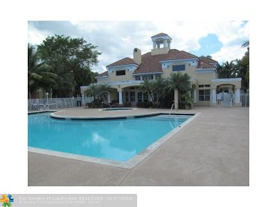 Oakland Park Condo/Townhouse For Sale: 2622 NW 33rd St #2002