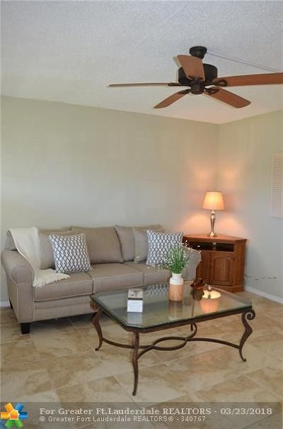 Deerfield Beach Condo/Townhouse For Sale: 202 Newport L #202