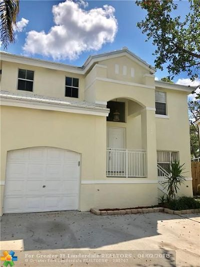 Margate Single Family Home For Sale: 3042 Palm Place