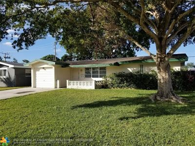 Pembroke Pines Single Family Home For Sale: 8721 NW 10th St