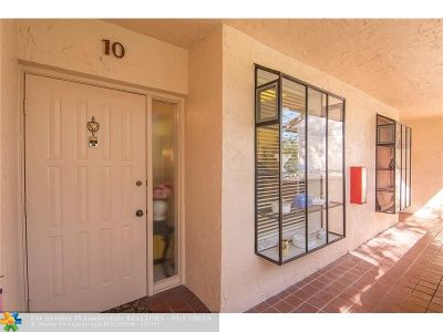 Deerfield Beach Condo/Townhouse For Sale: 2307 SW 15th St #10