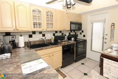 Deerfield Beach Condo/Townhouse For Sale: 1040 SE 4th Ave #321