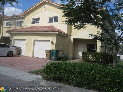 Hollywood Condo/Townhouse For Sale: 7611 N Stonecreek Cir #7611