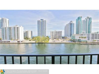 Broward County Condo/Townhouse For Sale: 600 Parkview Dr #721