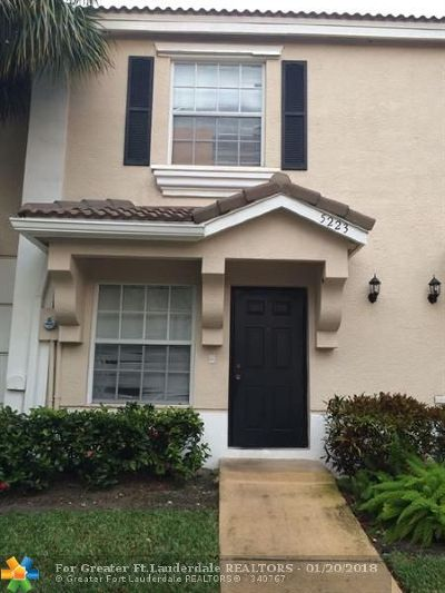 West Palm Beach Condo/Townhouse For Sale: 5223 Palmbrooke Cir #5223