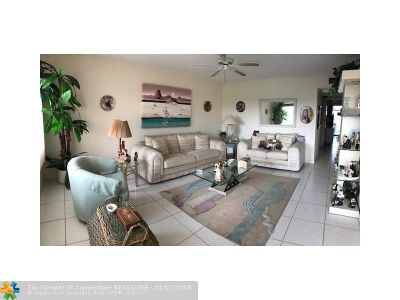 Deerfield Beach Condo/Townhouse For Sale: 52 Ashby A #52
