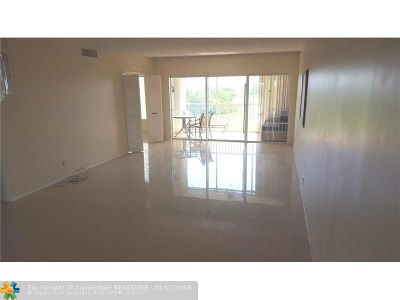 Pompano Beach Condo/Townhouse For Sale: 3300 N Palm Aire Dr #808