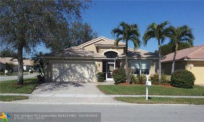 Boynton Beach Single Family Home For Sale: 5821 Royal Club Dr