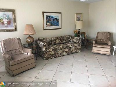 Deerfield Beach Condo/Townhouse For Sale: 3019 Berkshire A #3019