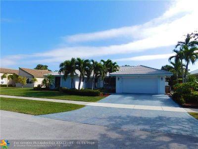 Deerfield Beach Single Family Home For Sale: 334 Deer Creek Run