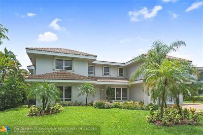 Plantation Single Family Home For Sale: 501 W Lake Dasha Dr