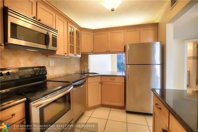 Fort Lauderdale Condo/Townhouse For Sale: 5321 NE 24th Ter #411a