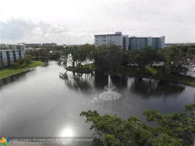 Pompano Beach Condo/Townhouse For Sale: 2240 N Cypress Bend Dr #701