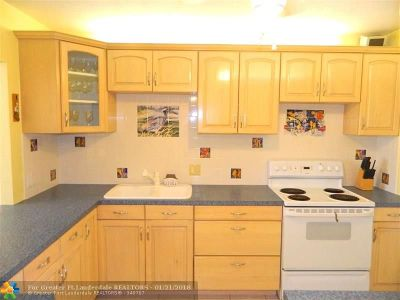 Pompano Beach Condo/Townhouse For Sale: 2950 N Palm Aire Dr #208