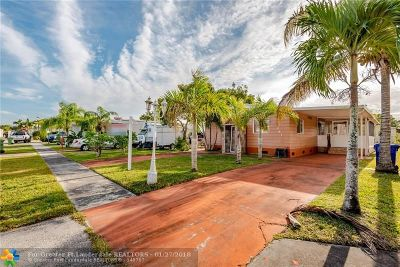 Pembroke Pines Single Family Home For Sale: 261 NW 218th Way