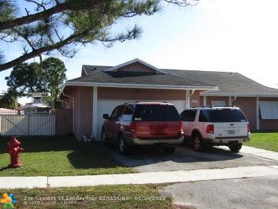 Boca Raton Single Family Home For Sale: 20606 Carousel Cir W