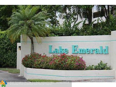 Condo/Townhouse For Sale: 105 Lake Emerald Drive #305