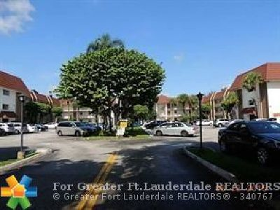 Coral Springs Condo/Townhouse For Sale: 3000 Riverside Dr #109-1