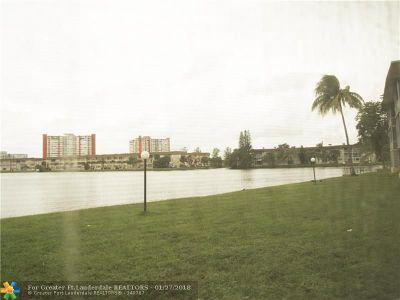 North Miami Beach Condo/Townhouse For Sale: 1530 NE 191st St #106