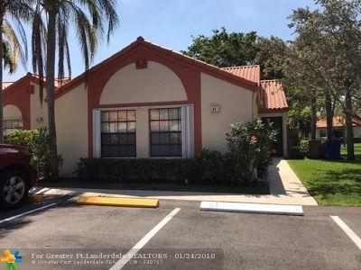 Deerfield Beach Condo/Townhouse For Sale: 61 Centennial Ct #61