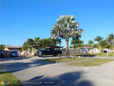 Sunrise Single Family Home For Sale: 2670 N Pine Island Rd