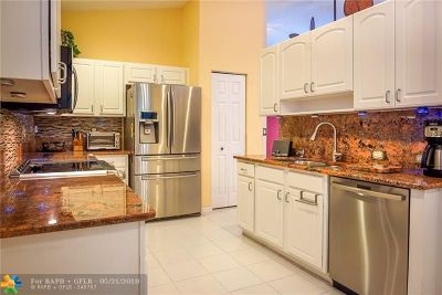 Pompano Beach Single Family Home For Sale: 3576 Canary Palm Ct