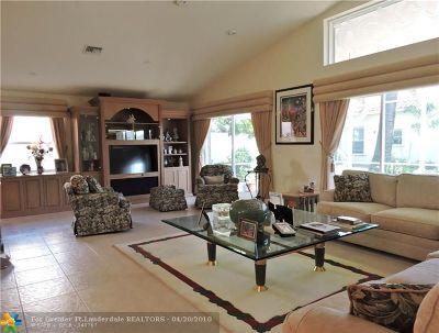 Boynton Beach Single Family Home For Sale: 7718 Trapani Ln