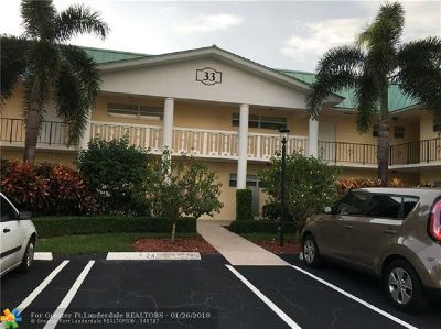 Boynton Beach Condo/Townhouse For Sale: 33 Colonial Club Dr #204
