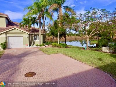 Coral Springs Condo/Townhouse For Sale: 5682 NW 127th Ter #4