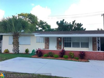 Deerfield Beach Single Family Home For Sale: 300 SE 10th St