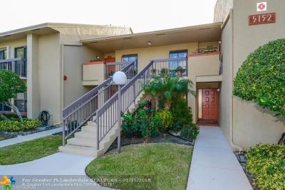 Delray Beach Condo/Townhouse For Sale: 5152 Golfview Ct #1825