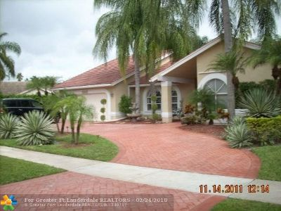 Plantation Single Family Home For Sale: 300 NW 108th Ave