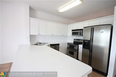 Miami Gardens Condo/Townhouse For Sale: 6930 NW 179th St #301-8