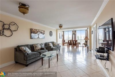 Davie Condo/Townhouse For Sale: 9430 Poinciana Pl #304