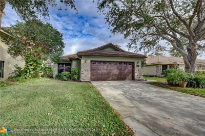 Delray Beach Single Family Home For Sale: 4725 Sherwood Forest Dr