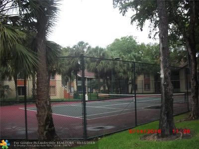Coral Springs Condo/Townhouse For Sale: 998 Coral Club Dr #998