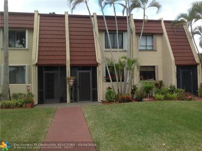 Lake Worth Condo/Townhouse For Sale: 4441 Luxemburg Ct #4441