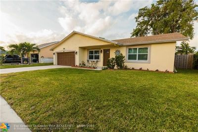 Deerfield Beach Single Family Home For Sale: 2703 SW 14th Dr
