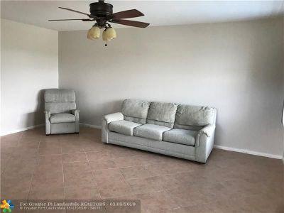 Deerfield Beach Condo/Townhouse For Sale: 88 Prescott D #88