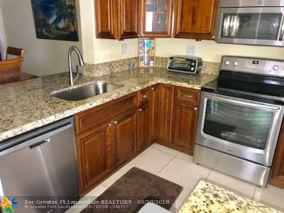 Deerfield Beach Single Family Home For Sale: 2326 SW 17th Drive