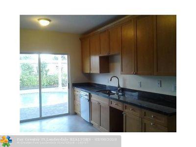 Oakland Park Single Family Home For Sale: 920 NE 34