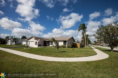 Deerfield Beach Single Family Home For Sale: 3811 NW 1st Pl