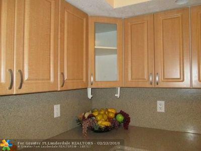 Miramar Condo/Townhouse For Sale: 3390 Foxcroft Rd #C210