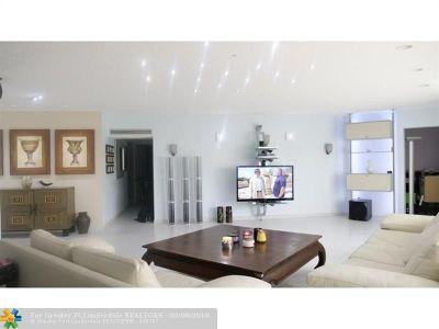 Miami Condo/Townhouse For Sale: 877 NE 195th St #122