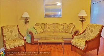 Hallandale Condo/Townhouse For Sale: 141 NE 10th Ave #25C