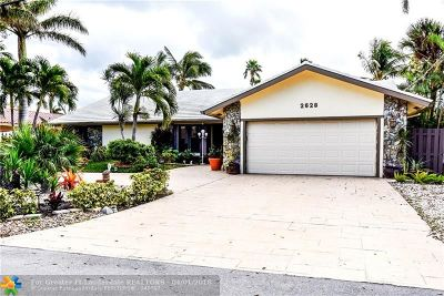 Pompano Beach Single Family Home For Sale: 2628 SE 9th St
